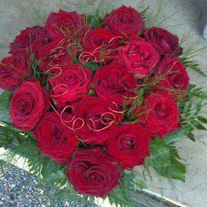 Coeur de roses rouge fleuriste à St Georges du Vièvre